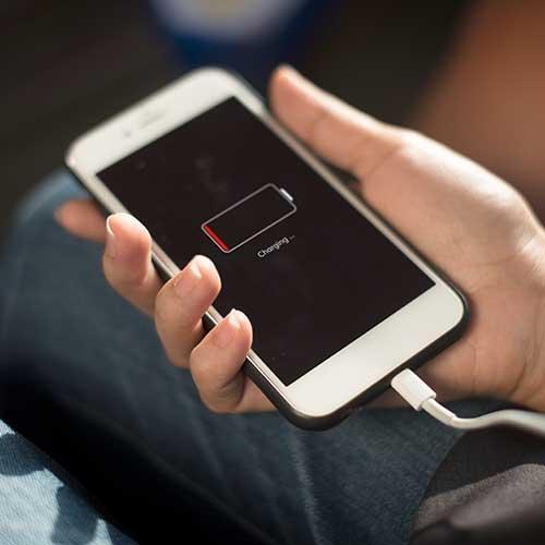 Como economizar a bateria do celular durante o dia?