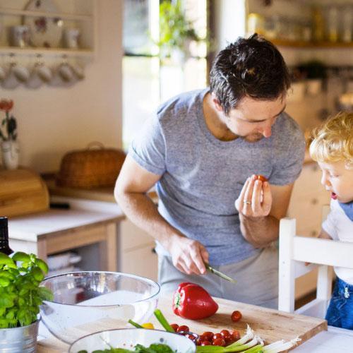 """Mais sensível, dedicado à casa e saudável, """"homem moderno"""" é cada vez mais comum"""